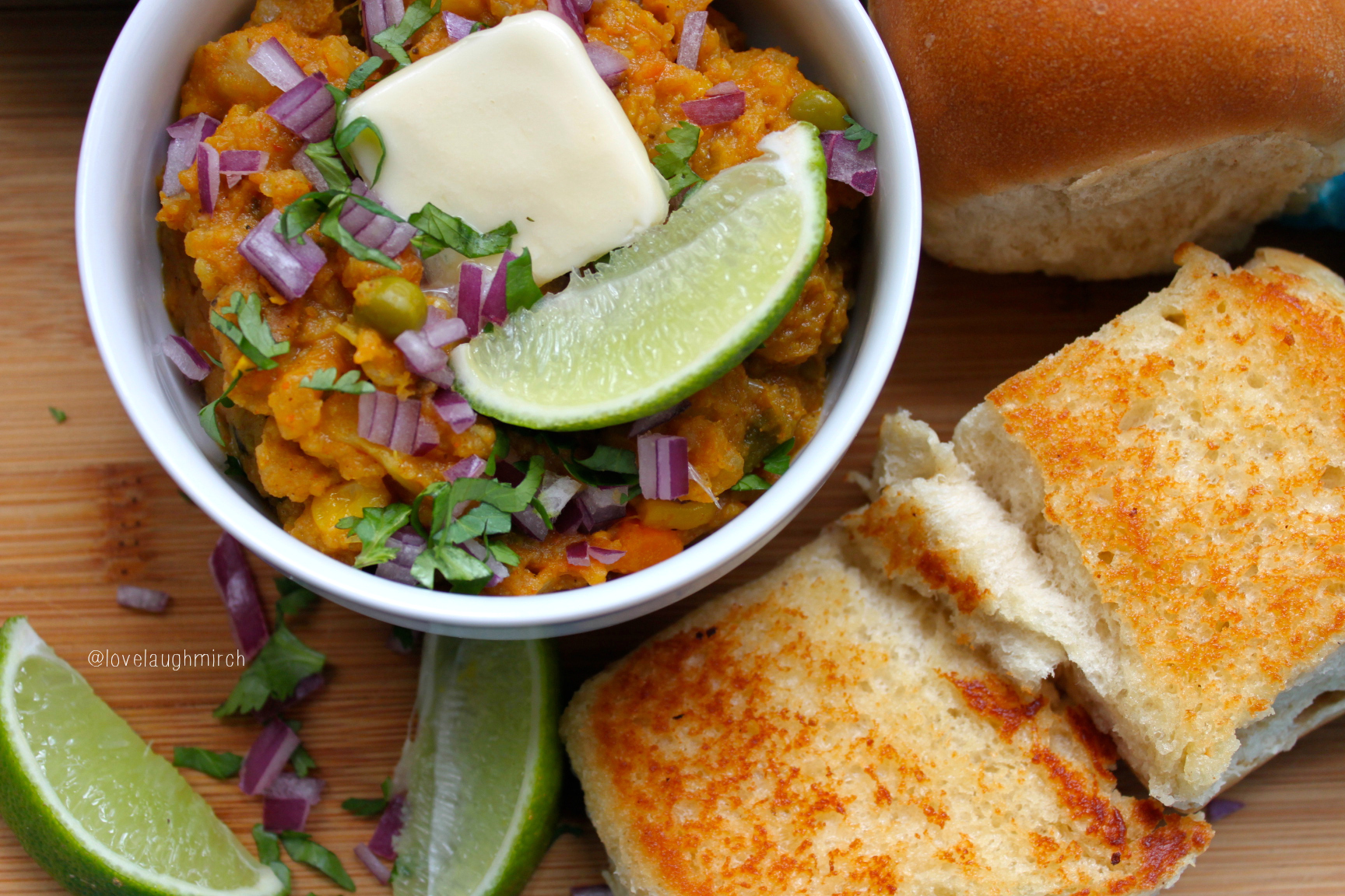 my favourite food pavbhaji Here is your paragraph on my favorite food  i am very foodie i love to eat and cook among the number of food pizza is my favorite food because it tastes and smells fabulous.